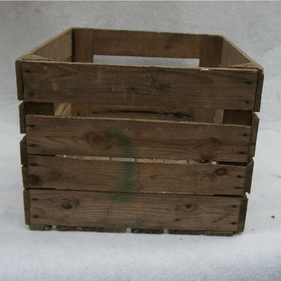 caisse en bois vintage d class e madecovintage. Black Bedroom Furniture Sets. Home Design Ideas