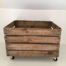 Caisse en bois vintage à roulettes