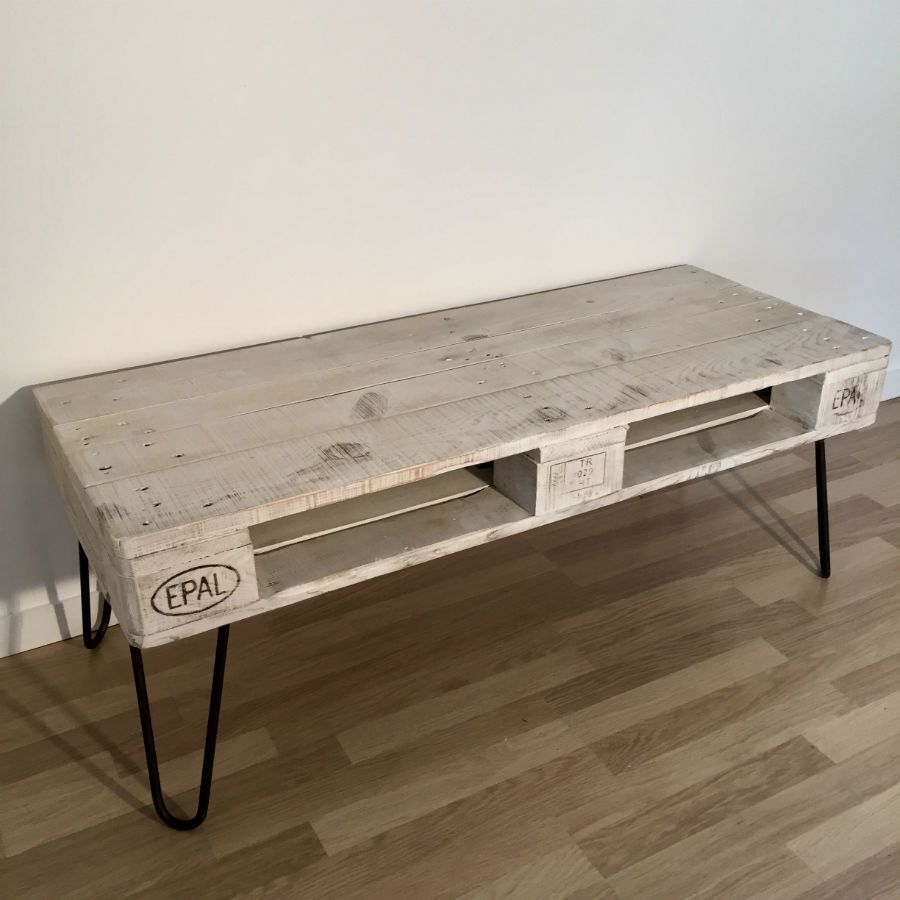 Table basse en palette europe blanche for Mobilier palette europe