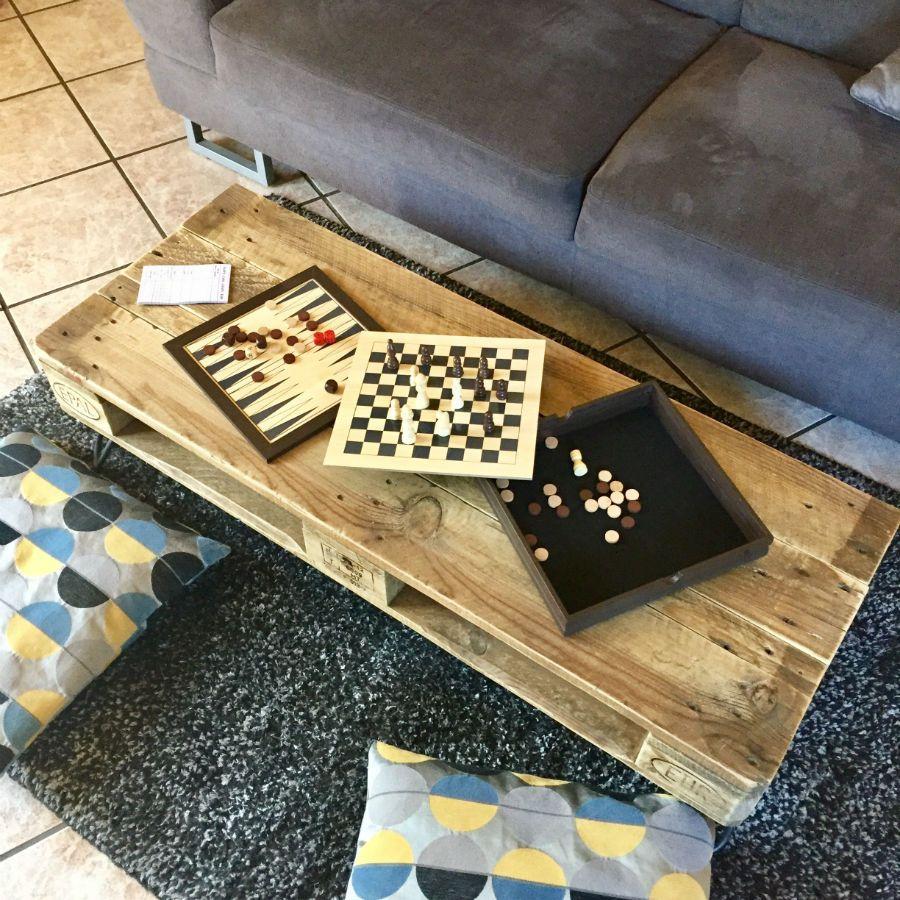 table vintage en vieille palette europe. Black Bedroom Furniture Sets. Home Design Ideas