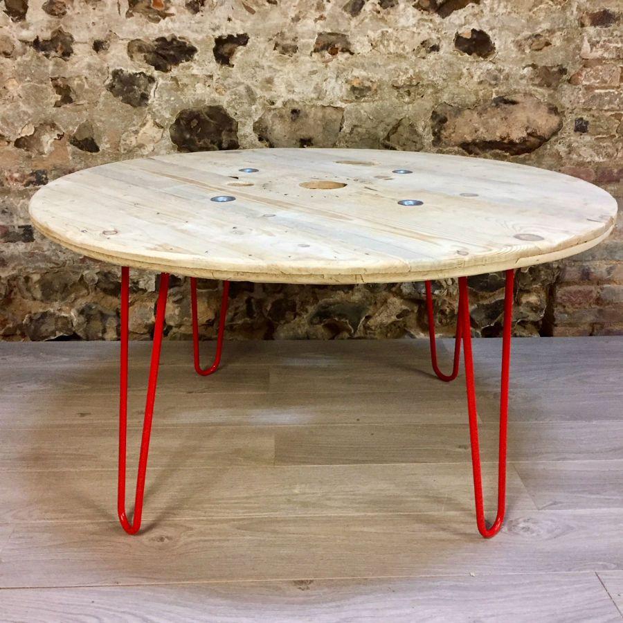 table r alis e partir d 39 un touret en bois. Black Bedroom Furniture Sets. Home Design Ideas