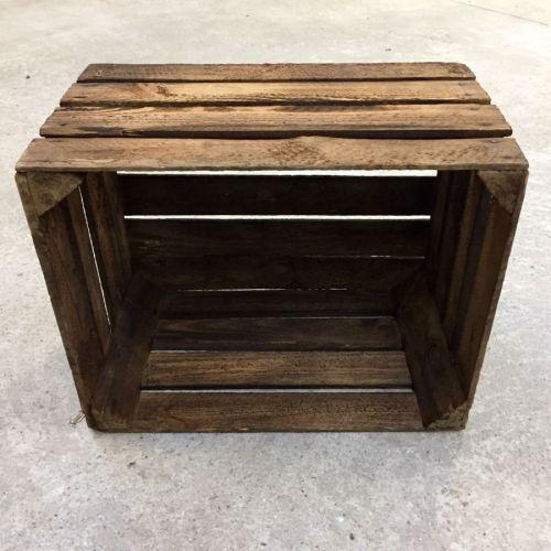 Caisse déclassée en bois brûlé