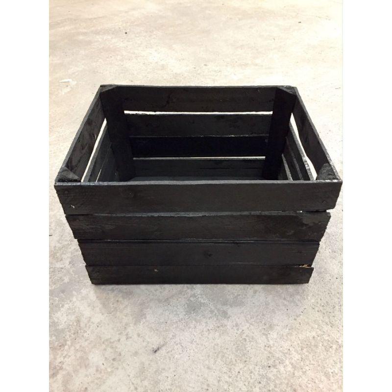 Caisse déclassée en bois noir