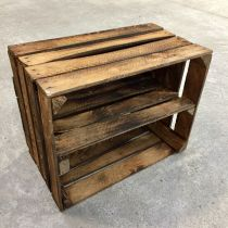 Caisse en bois déclassée étagère horizontale brûlée