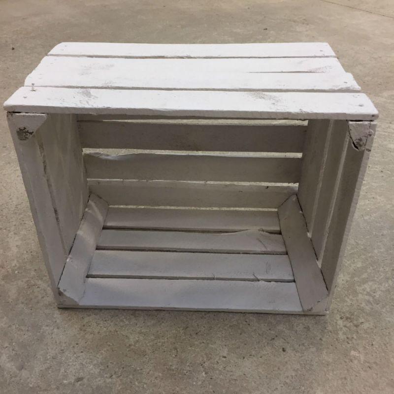 Caisse en bois blanche déclassée