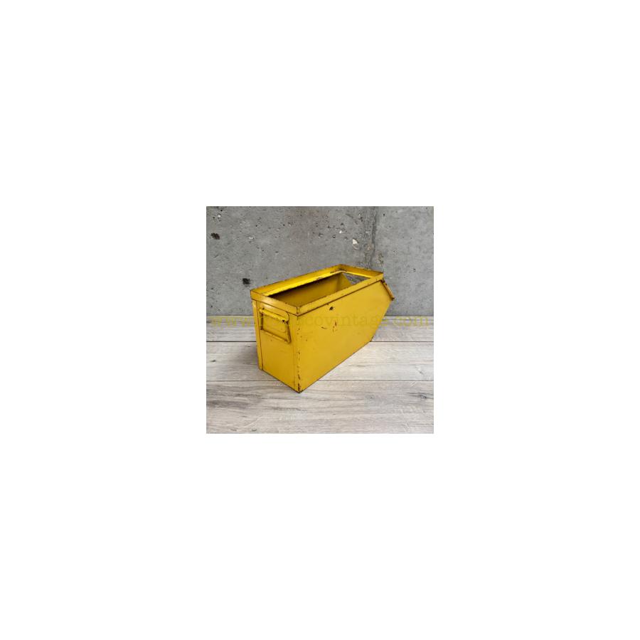 petite caisse m tallique de couleur jaune. Black Bedroom Furniture Sets. Home Design Ideas