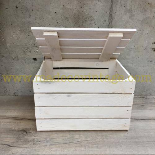 Coffre en caisse en bois blanc
